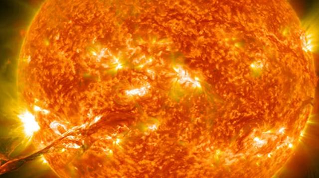 Bagaimana Matahari Bersinar di Siang Hari dan Bulan di Malam Hari ?