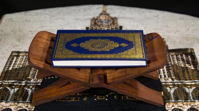 Surah Al-Bayyinah Ayat 5 : Bacaan, Terjemah, Mufradat dan Isi Kandungan