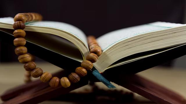 Surah Al Qaṣaṣ Ayat 77 : Bacaan, Terjemah, Mufradat dan Isi Kandungan