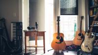Bagaimana Hukum Bermain dan Mendengarkan Musik dalam Islam ?