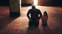 Bagaimana Hukum Membaca Pujian Shalawat dan Doa Setelah Adzan?